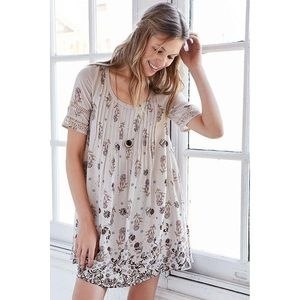 UO Urban Outfitters Ecote Mini Dress Pleated Floral Lace Crochet Sleeve Large L
